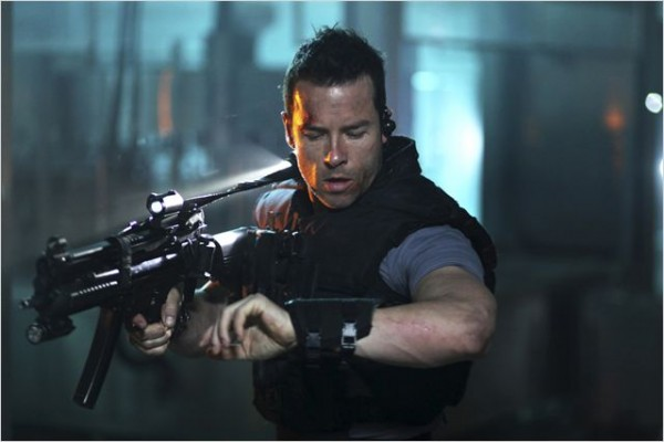 Guy-Pearce-in-Lockout-2012-Movie-Image-2-600x400